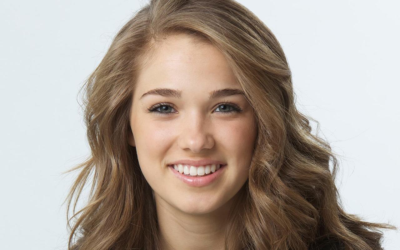 Haley Lu Richardson (Split/Edge Of Seventeen)