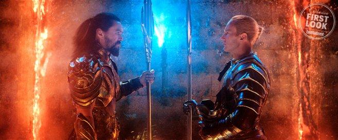 Aquaman feltestvérével, Ocean Masterrel száll szembe, aki háborút készül sítani a felszínen