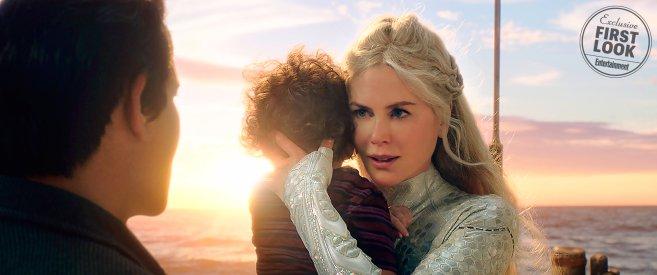 Atlantisz királynője gyerekét próbálja megvédeni